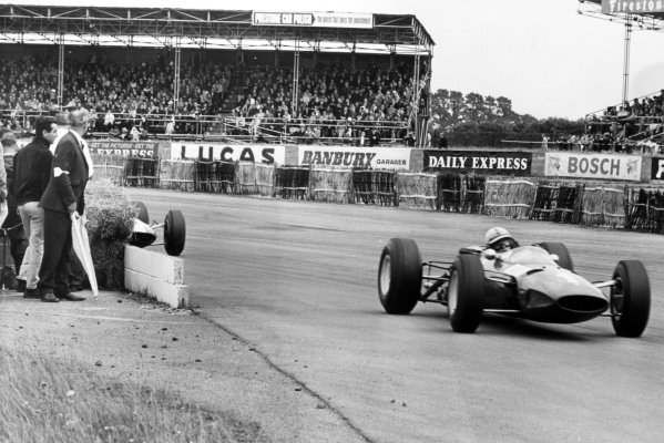 1965 British Grand Prix.Silverstone, Great Britain. 10 July 1965.Lorenzo Bandini (left) watches team-mate John Surtees, Ferrari 1512, 3rd position, action.World Copyright: LAT Photographic