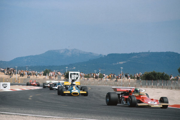 1971 French Grand Prix.  Paul Ricard, Le Castellet, France. 2nd-4th July 1971.  Reine Wisell, Lotus 72D Ford, leads Tim Schenken, Brabham BT33 Ford.  Ref: 71FRA37. World Copyright: LAT Photographic