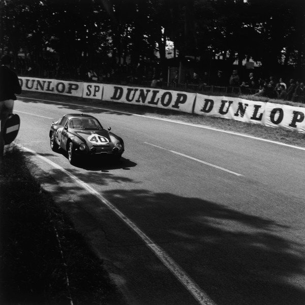 Le Mans, France. 20th - 21st June 1964. Fernand Masoero/Jean Rolland, Alfa Romeo Giulia TZ-1, (#40), retired, action. World Copyright: LAT Photographic. Ref: 25186