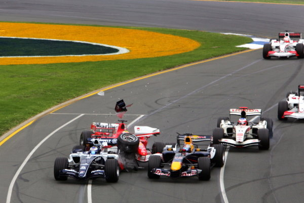 Christian Klien (AUT) Red Bull Racing RB2; Nico Rosberg (GER) Williams FW28 and Felipe Massa (BRA) Ferrari 248 F1 crash at the start of the race.