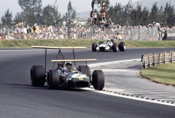 1968 Mexican Grand Prix.Mexico City, Mexico.1-3 November 1968.Jack Brabham (Brabham BT26 Repco) 10th position.Ref-68 MEX 91.World Copyright - LAT Photographic