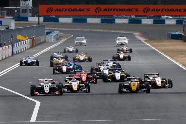 2017 Japanese Formula 3 Championship. Okayama, Japan. 1st - 2nd April 2017. Rd 1, 2 & 3. Rd.1 Start of the race, action. World Copyright: Masaaki Kitagawa / LAT Images. Ref: 2017JF3_Rd1_3_001