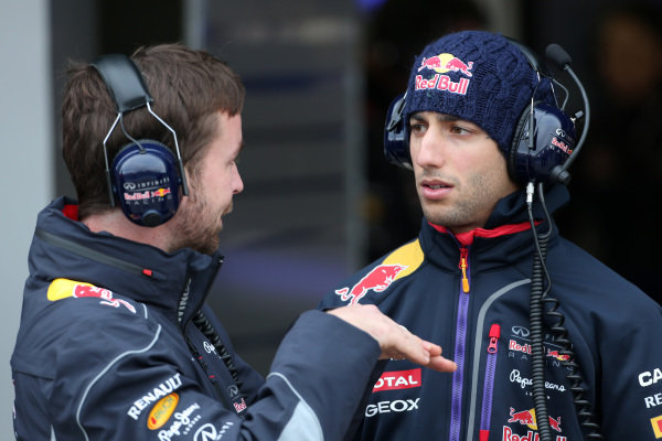 Simon Rennie (GBR) Red Bull Racing Race Engineer and Daniel Ricciardo (AUS) Red Bull Racing. Formula One Testing, Jerez, Spain, Day One, Tuesday 28 January 2014.