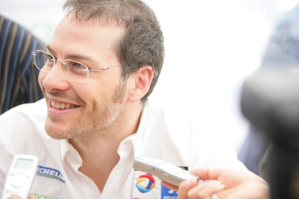 2007 Le Mans Test Day2nd and 3rd June 2007.Le Mans, France.Sunday Test DayJacques Villeneuve (CAN) (no 7 Peugeot 908 Hdi FAP) talks to the press, portrait.World Copyright: Glenn Dunbar/LAT Photographic. ref: Digital Image YY8P4929