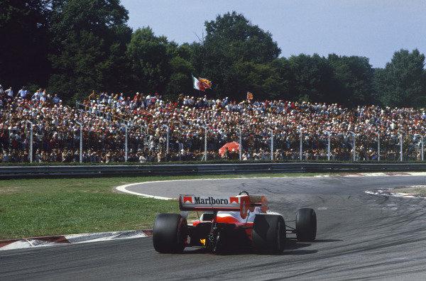 Monza, Italy. 7-9 September 1984. Niki Lauda, McLaren MP4\2 TAG Porsche, 1st position, at the Rettifilo Chicane. Ref: 84ITA03. World Copyright - LAT Photographic