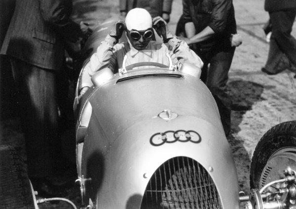 1936 Eifelrennen.Nurburgring, Germany. 14 June 1936.Achille Varzi, Auto Union C, 7th position, portrait, helmet.World Copyright: Robert Fellowes/LAT PhotographicRef: 36EIF03