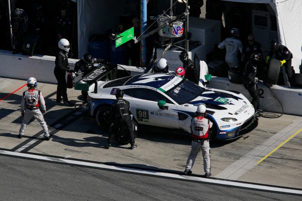 #98 ASTON MARTIN RACING Aston Martin Vantage GT3, GTD: Paul Dalla Lana, Pedro Lamy, Ross Gunn, Mat Lauda, pit stop