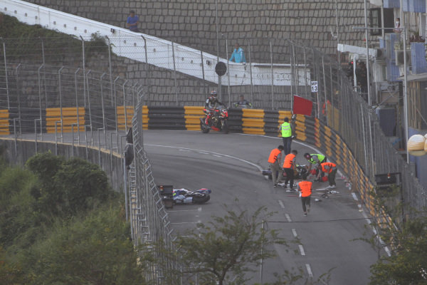 Red flag after first crash.