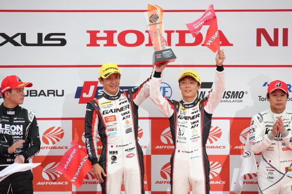 GT300 Winners Katsuyuki Hiranaka & Hironobu Yasuda, GAINER TANAX Nissan GT-R, celebrate on the podium