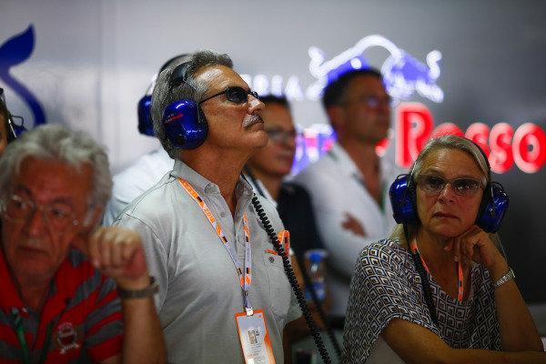 Doctor Mario Theissen visits the Toro Rosso garage.
