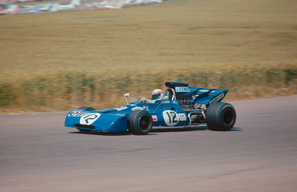 1971 British Grand Prix. Silverstone, England. 15-17 July 1971. Jackie Stewart (Tyrrell 003 Ford) 1st position. Ref-71 GB 04. World Copyright - LAT Photographic