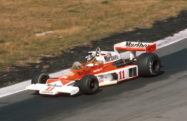 1976 Canadian Grand Prix.Mosport Park, Ontario, Canada.1-3 October 1976.James Hunt (McLaren M23 Ford) 1st position.Ref-76 CAN 08.World Copyright - LAT Photographic