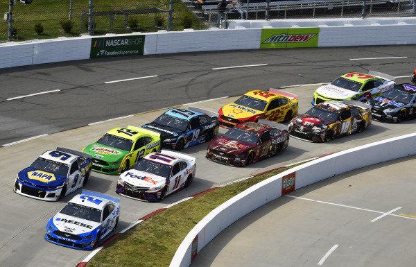 #2: Brad Keselowski, Team Penske, Ford Mustang Reese/DrawTite and #9: Chase Elliott, Hendrick Motorsports, Chevrolet Camaro NAPA AUTO PARTS