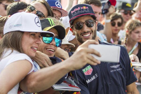 Daniel Ricciardo (AUS) Red Bull Racing fans selfie at Formula One World Championship, Rd9, Austrian Grand Prix, Qualifying, Spielberg, Austria, Saturday 8 July 2017.