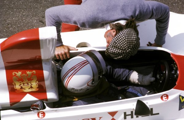 Alan Jones (AUS) Hill GH1, who finished thirteenth in his first race for the Hill team, receives last minute instructions from Graham Hill (GBR) Hill Team Owner.Dutch Grand Prix, Zandvoort, 22 June 1975.BEST IMAGE