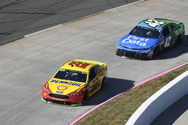 #22: Joey Logano, Team Penske, Ford Fusion Shell Pennzoil, #42: Kyle Larson, Chip Ganassi Racing, Chevrolet Camaro First Data/Clover