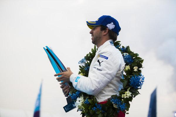 Antonio Felix da Costa (PRT), BMW I Andretti Motorsports with his winner's trophy
