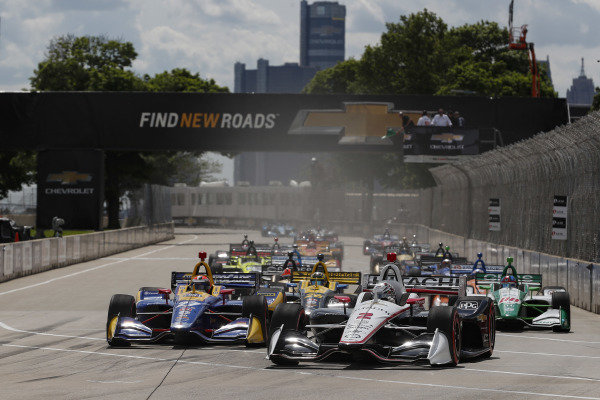 Josef Newgarden, Team Penske Chevrolet leads at the start