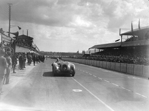 Jean-Pierre Wimille / Robert Benoist, R. Labric, Bugatti T57G.