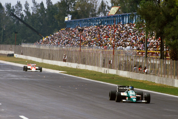 Mexico City, Mexico. 10-12 October 1986. Gerhard Berger (Benetton B186 BMW) leads Alain Prost (McLaren MP4/2C TAG Porsche) on his way to his first Grand Prix win. Ref: 86 MEX 29 World copyright - LAT Photographic