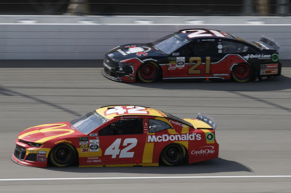 #42: Kyle Larson, Chip Ganassi Racing, Chevrolet Camaro McDonald's #21: Paul Menard, Wood Brothers Racing, Ford Mustang Master Techs/Quick Lane Tire & Auto Center