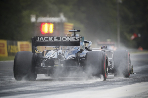 Romain Grosjean, Haas VF-19, kicks up cement dust which was laid down to cover a heavy oil spill in the F2 race prior to the session