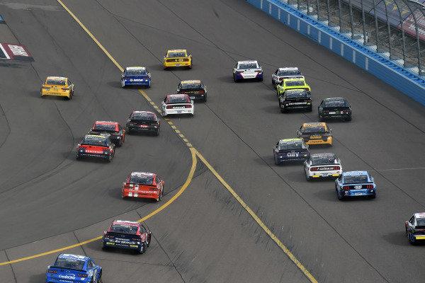 #22: Joey Logano, Team Penske, Ford Mustang Shell Pennzoil and #11: Denny Hamlin, Joe Gibbs Racing, Toyota Camry FedEx Express