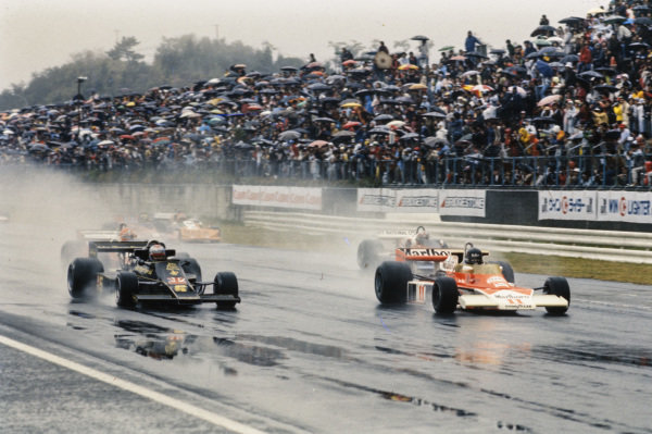 Pole sitter James Hunt, McLaren M23 Ford, leads Mario Andretti, Lotus 77 Ford, and John Watson, Penske PC4 Ford at the start.