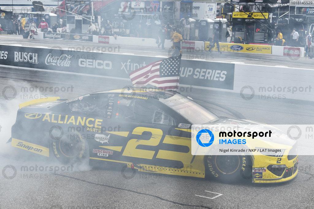 #2: Brad Keselowski, Team Penske, Western Star/Alliance Parts Ford Mustang celeb rates his win