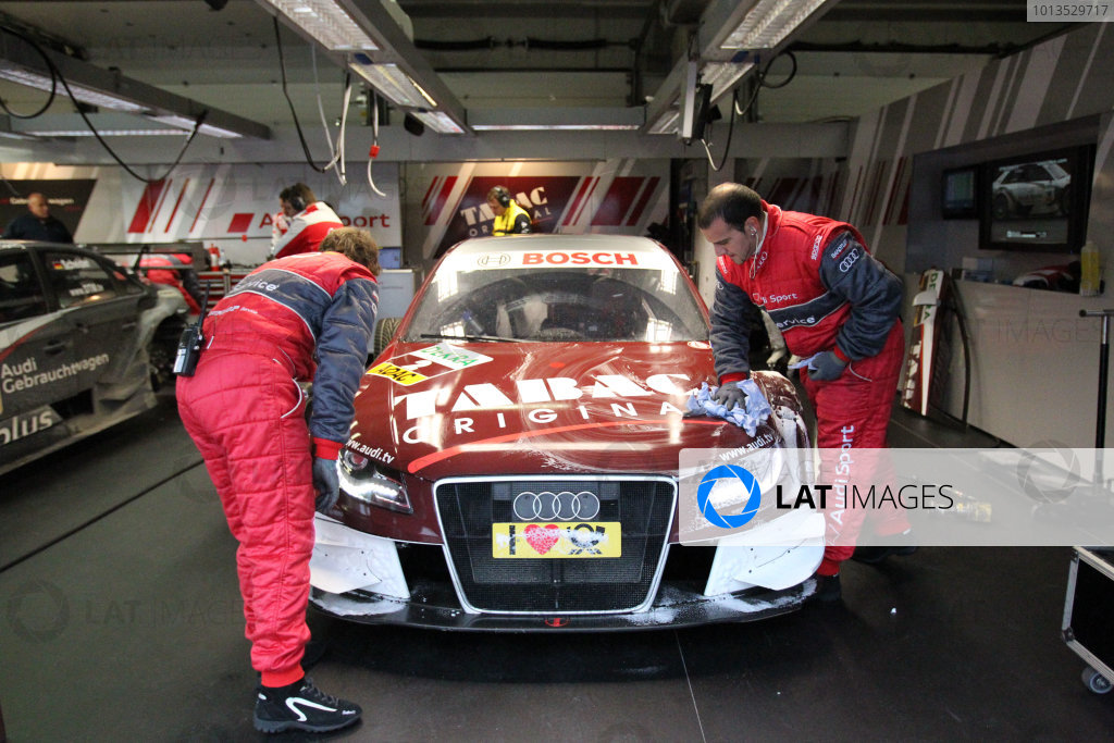 Mechanics clean the car of Oliver Jarvis (GBR), Audi Sport Team Abt, Tabac Original Audi A4 DTM (2009).