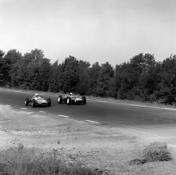 Watkins Glen, USA. 8th October 1961.Stirling Moss (Lotus 18-Climax), retired, passes Roger Penske (Cooper T53P-Climax), 8th position, action. World Copyright: LAT Photographic.Ref: 10942.