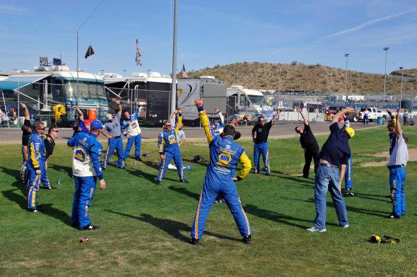 9-10 April, 2010, Avondale, Arizona USAMichael Waltrip Racing pre race stretching©2010, LAT South, USALAT Photographic