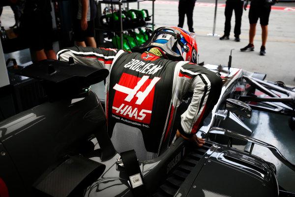Sepang International Circuit, Sepang, Malaysia. Saturday 30 September 2017. Romain Grosjean, Haas F1, enters his cockpit. World Copyright: Andy Hone/LAT Images  ref: Digital Image _ONZ9257