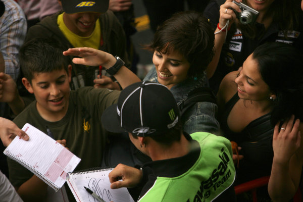 Circuit de Catalunya, Barcelona, Spain.5th June 2008.John Hopkins Kawasaki Racing Team keeps the ladies happy.World Copyright: Martin Heath / LAT Photographicref: Digital Image Only