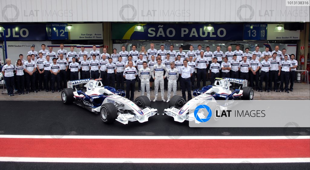 2007 Brazilian Grand Prix - Friday Practice Interlagos, Sao Paulo, Brazil 19th October 2007. The 2007 BMW Sauber F1 Team. Portrait.  World Copyright: Steve Etherington/LAT Photographic ref: Digital Image JTX_4319