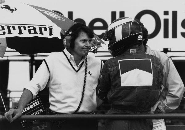 Silverstone, England. 8th - 10th July 1988.Gerhard Berger (Ferrari F187/88C), 9th position, talks to John Barnard in the pits, portrait. World Copyright: LAT Photographic.Ref:  B/W Print.