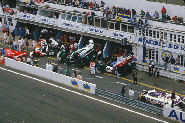 Le Mans, France. 10th - 11th June 1989.Pit lane during practice, action. World Copyright: LAT Photographic.Ref: 89LM45