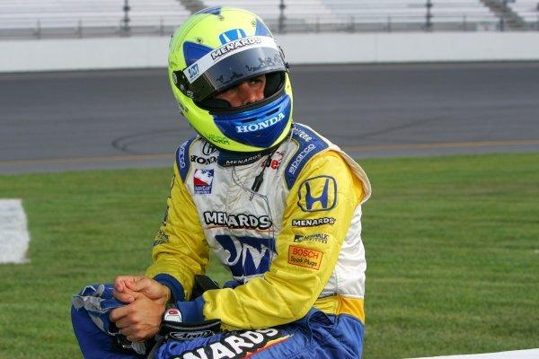 Vitor Meira (BRA), Rahal Letterman Racing, waits to qualify for the Suntrust Indy 300. IRL IndyCar Series, Rd7, Suntrust Indy 300, Richmond International Raceway, Richmond, Virginia, USA. 24-25 June 2005. DIGITAL IMAGE