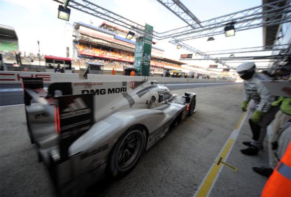 2014 Le Mans 24 Hours. Circuit de la Sarthe, Le Mans, France. Saturday 15 June 2013. Timo Bernhard/Mark Webber/Brendon Hartley, Porsche Team, No.20 Porsche 919 Hybrid.  World Copyright: Jeff Bloxham/LAT Photographic. ref: Digital Image DSC_8848