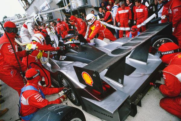 Le Mans, France. 12th - 13th June 1999. Laurent Aiello/Michele Alboreto/Rinaldo Capello (Audi R8 Roadster), 4th position, pit stop action. World Copyright: LAT Photographic. Ref:  99LM12.