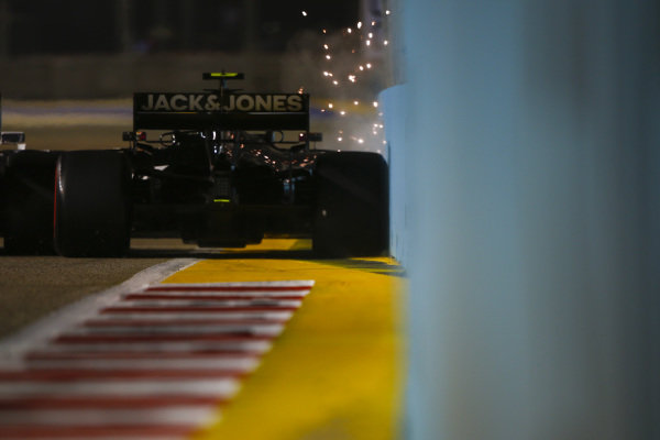 Kevin Magnussen, Haas VF-19, strikes the wall