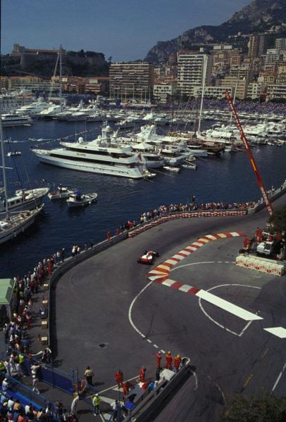 A McLaren MP4-8 Ford navigates the chicane.