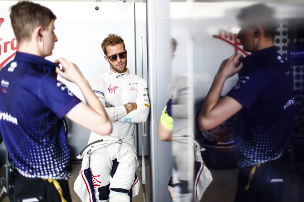 Sam Bird (GBR), Envision Virgin Racing, in the garage