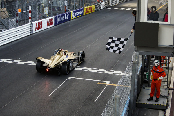 Jean-Eric Vergne (FRA), DS TECHEETAH, DS E-Tense FE19, crosses the finishing line