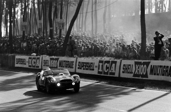Olivier Gendebien / Phil Hill, SpA Ferrari SEFAC, Ferrari 330 TRI/LM (Spyder).
