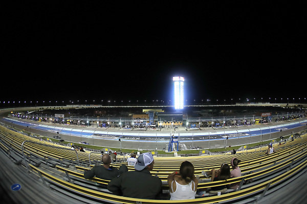 Local members of the U.S. military and their families watch the race, Copyright: Michael Reaves/Getty Images.