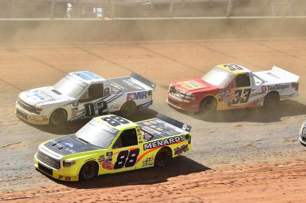 #88: Matt Crafton, ThorSport Racing, Toyota Tundra ThorSport Racing, #02: Daniel Suarez, Young's Motorsports, Chevrolet Silverado Freeway Insurance