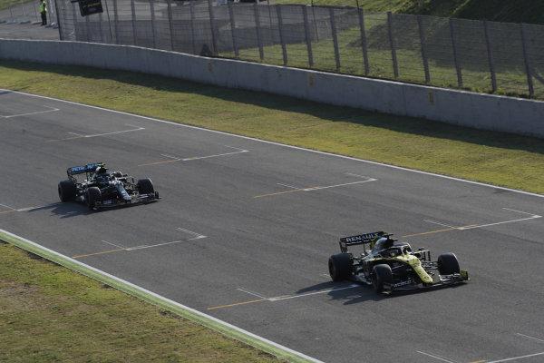 Daniel Ricciardo, Renault R.S.20, leads Valtteri Bottas, Mercedes F1 W11 EQ Performance