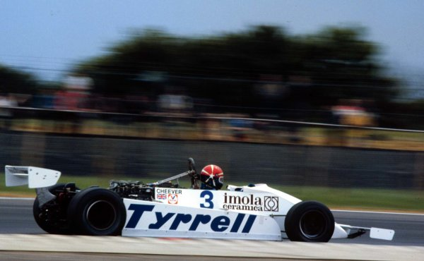 1981 British Grand Prix.Silverstone, England.16-18 July 1981.Eddie Cheever (Tyrrell 010 Ford) 4th position.World Copyright - LAT Photographic