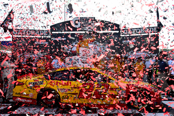 Monster Energy NASCAR Cup Series Toyota Owners 400 Richmond International Raceway, Richmond, VA USA Sunday 30 April 2017 Joey Logano, Team Penske, Shell Pennzoil Ford Fusion wins. World Copyright: Rusty Jarrett LAT Images ref: Digital Image 17RIC1rj_4379